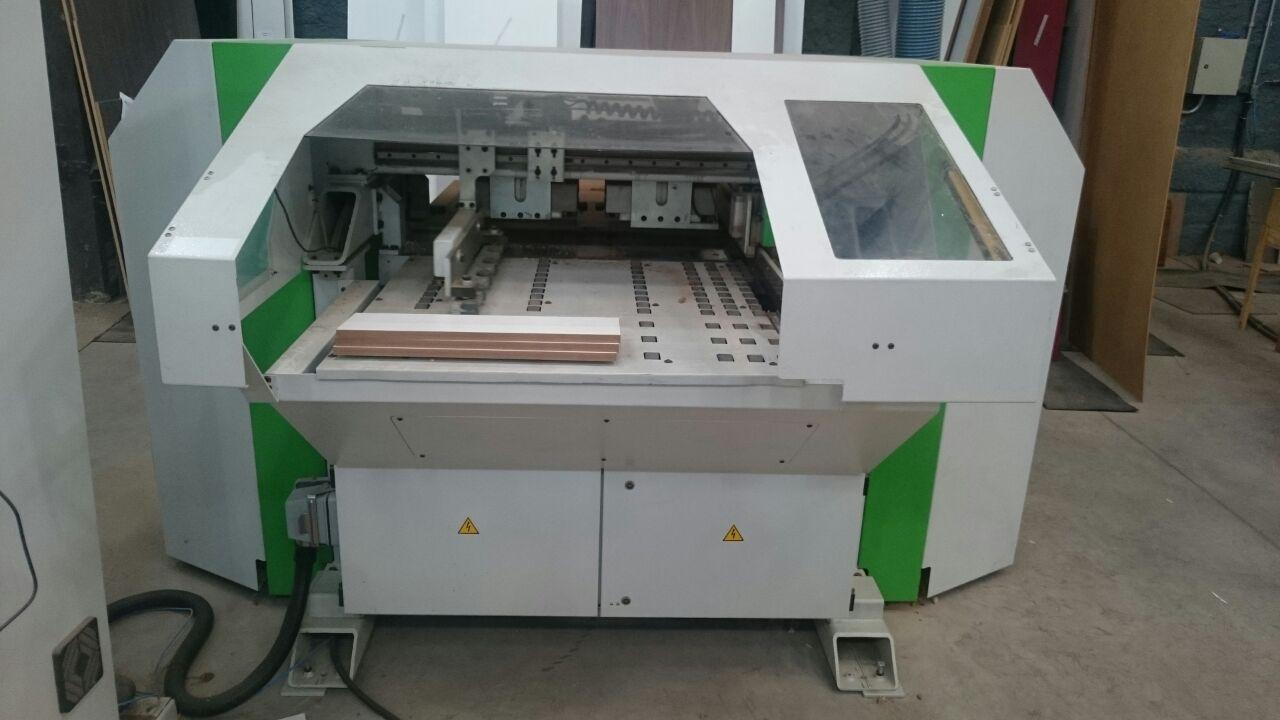Maquina de furação de madeiras MDF